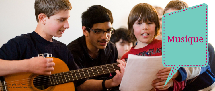 Des enfants chantent et jouent de la guitarre (Vancouver, Canada)